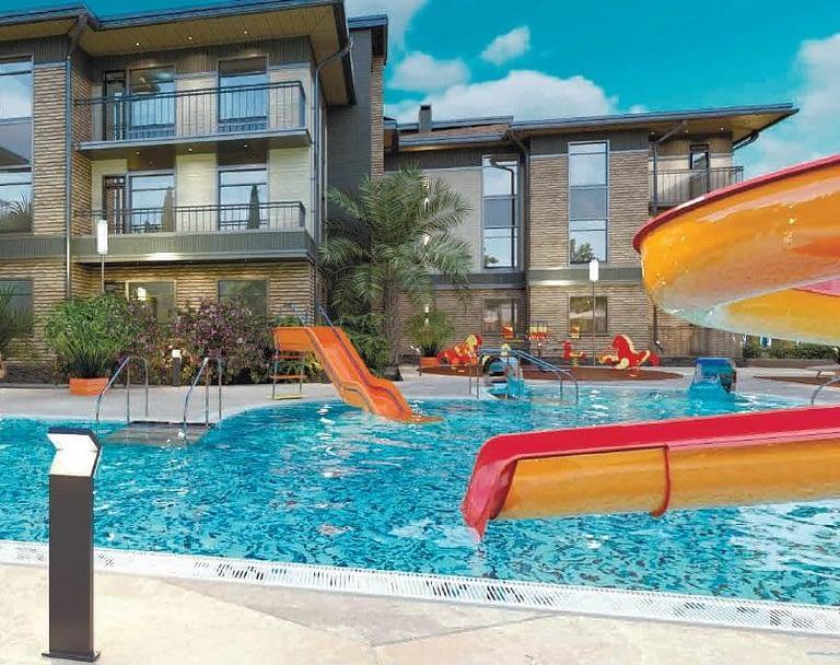 два открытых бассейна апартаменты сочи